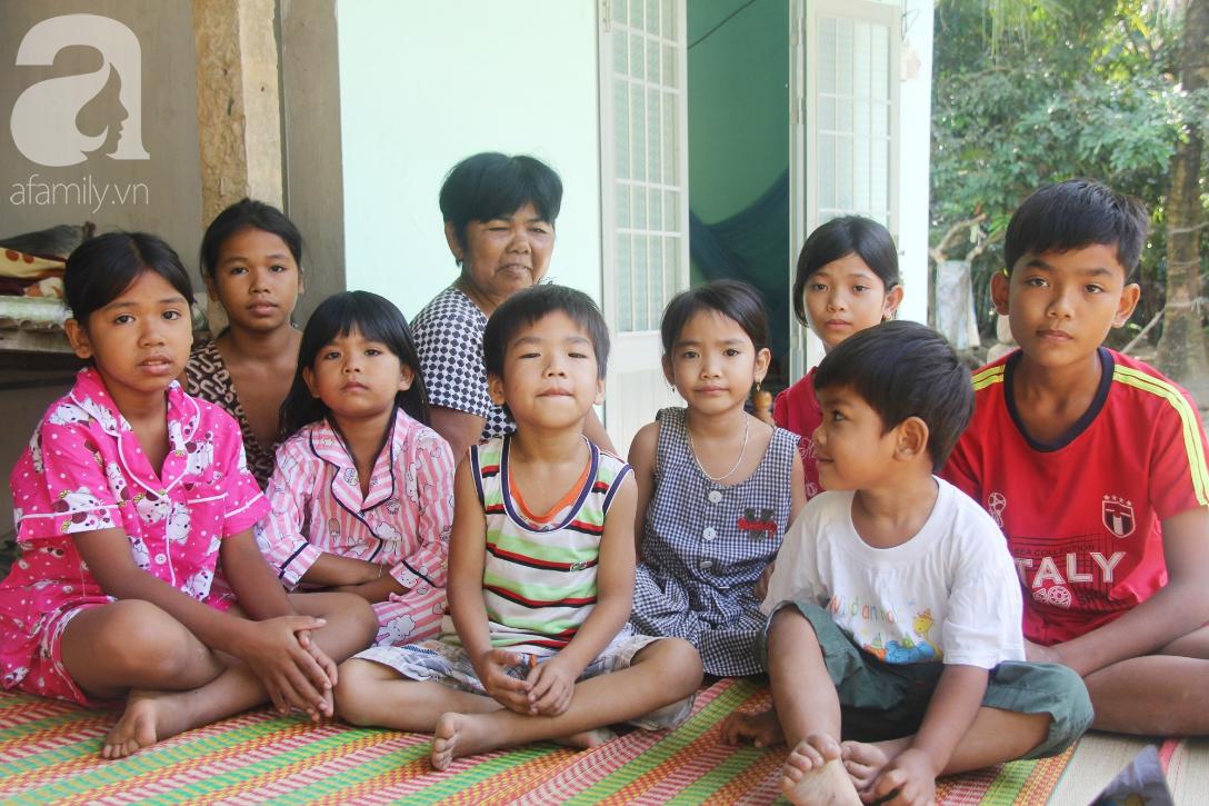 Nụ cười hạnh phúc của 11 đứa trẻ bị bố mẹ bỏ rơi: Tụi con có nhà mới và được đi học tiếp - Ảnh 2.