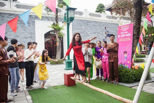 Du khách thích thú với phong cách hội xuân độc lạ ở Sun World Danang Wonders - Ảnh 3.