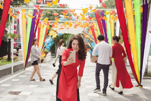 Du khách thích thú với phong cách hội xuân độc lạ ở Sun World Danang Wonders - Ảnh 6.