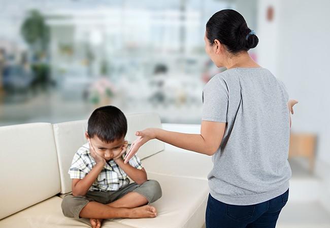 Gợi ý cho mẹ 4 tuyệt chiêu siêu hiệu quả giúp trị ngay thói hay ăn vạ, hờn dỗi của con ở nơi công cộng - Ảnh 6.
