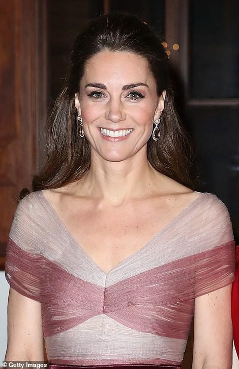 """Kate Middleton cũng bận """"chạy show"""" sự kiện: vừa từ nàng công sở đã hóa nữ thần sang chảnh khiến dân tình điên đảo - Ảnh 6."""