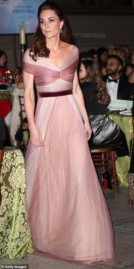 """Kate Middleton cũng bận """"chạy show"""" sự kiện: vừa từ nàng công sở đã hóa nữ thần sang chảnh khiến dân tình điên đảo - Ảnh 4."""
