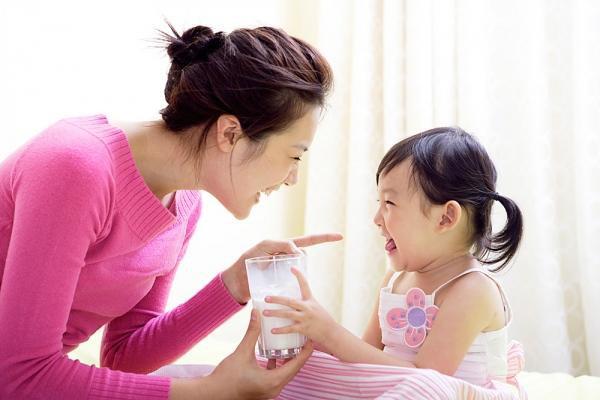 Bổ sung canxi cho trẻ: Cách bổ sung canxi cho trẻ phù hợp với tuổi - Ảnh 1.