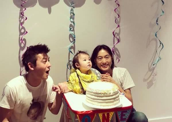 Gia đình Trần Quán Hy 3 người cùng đi ăn nhưng hành động của ông bố lại khiến mọi người hoài nghi về hình tượng người cha tốt - Ảnh 3.