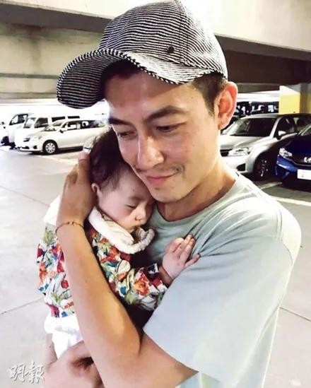 Gia đình Trần Quán Hy 3 người cùng đi ăn nhưng hành động của ông bố lại khiến mọi người hoài nghi về hình tượng người cha tốt - Ảnh 6.