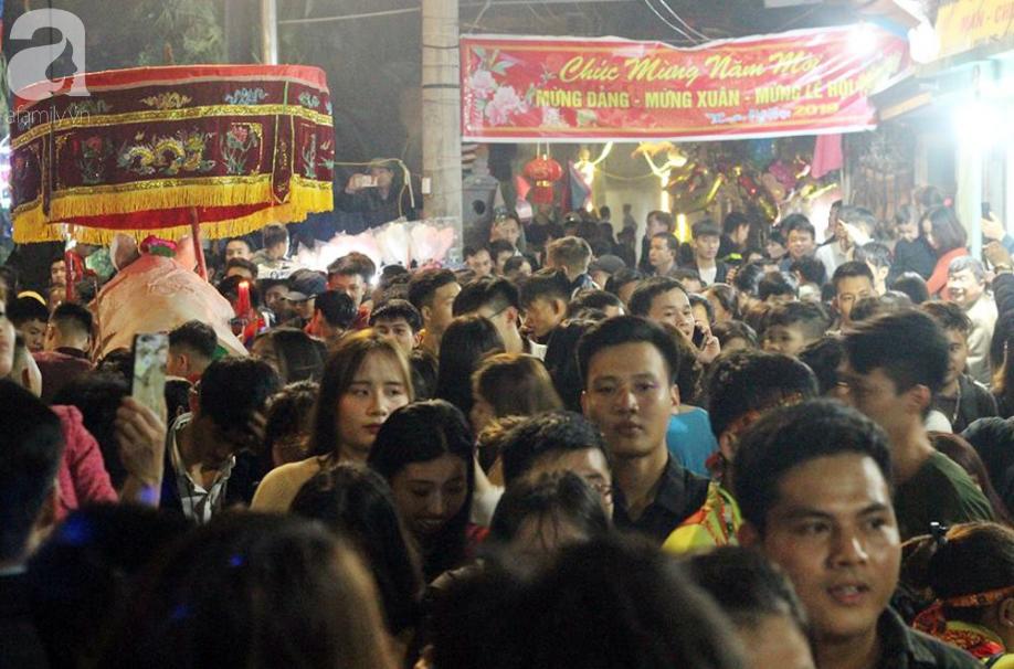Hà Nội: Ông lợn được hàng nghìn người dân La Phù đón rước trong đêm - Ảnh 5.