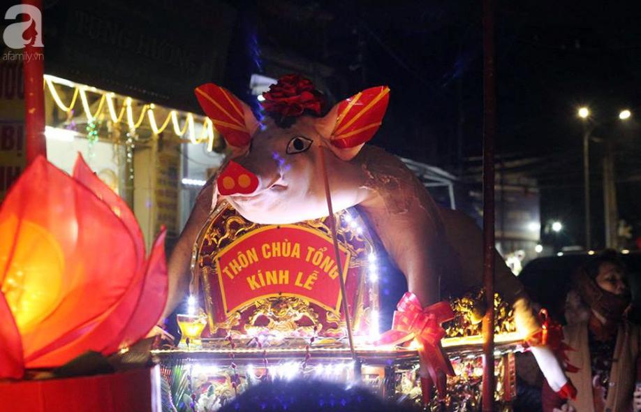 Hà Nội: Ông lợn được hàng nghìn người dân La Phù đón rước trong đêm - Ảnh 2.