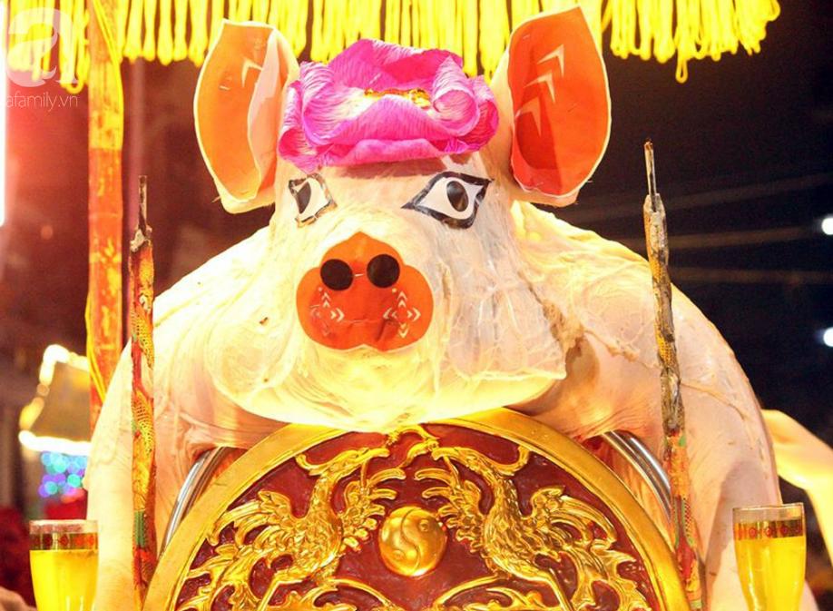 Hà Nội: Ông lợn được hàng nghìn người dân La Phù đón rước trong đêm - Ảnh 4.