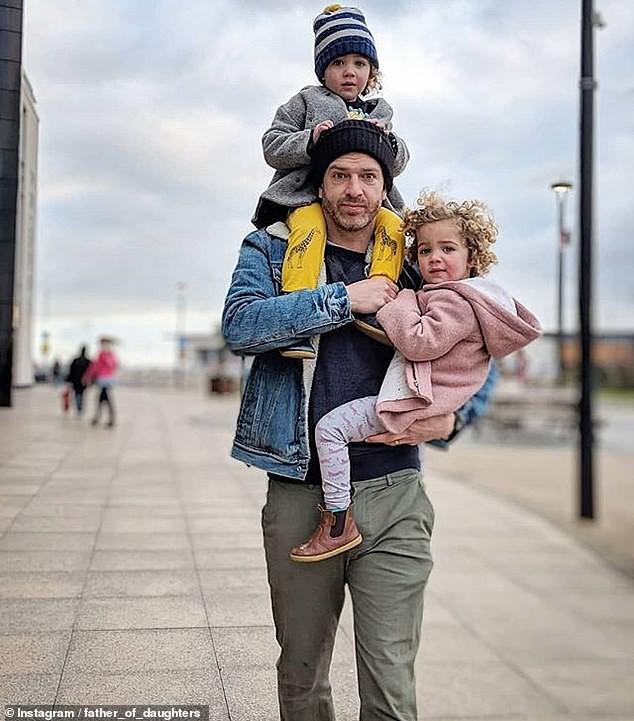 Hot dad với triệu người theo dõi gây tranh cãi nảy lửa vì không làm được điều tưởng chừng đơn giản này với hai con sinh đôi - Ảnh 3.