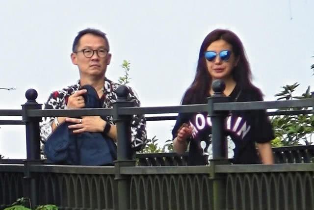Triệu Vy lại khiến fan hâm mộ lo lắng khi lộ dấu hiệu đã ly thân, chỉ một mình cô đơn uống rượu ngày lễ quan trọng - Ảnh 6.