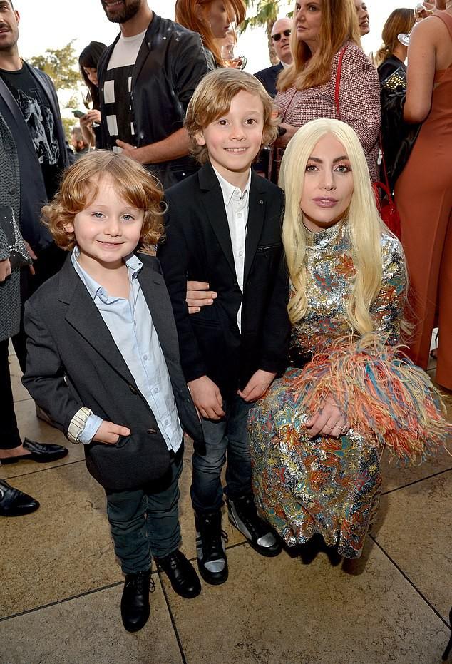 Cuộc sống phủ đầy hàng hiệu, chỉ toàn gặp người nổi tiếng của Hoàng tử nhí làng thời trang, con trai cưng của huyền thoại Chanel Karl Lagerfeld - Ảnh 8.