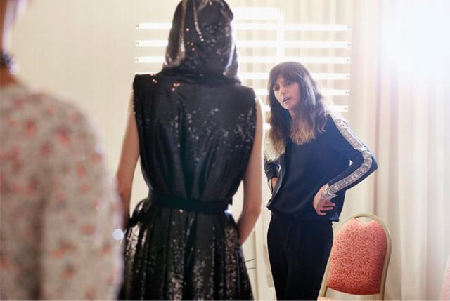 Người phụ nữ vừa bước ra khỏi cái bóng của Karl Lagerfeld, trở thành Giám đốc sáng tạo mới của Chanel là ai? - Ảnh 3.