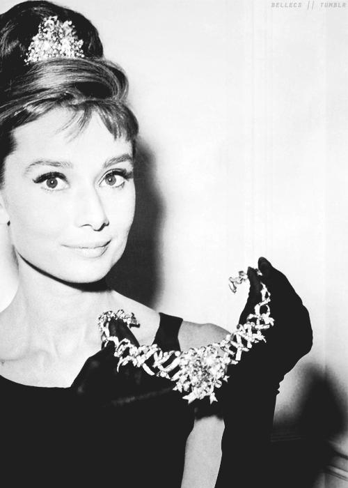 Không chặt chém hay quái dị như mọi lần, Lady Gaga gây sốt với dây chuyền kim cương nghìn tỷ mà huyền thoại Audrey Hepburn từng đeo - Ảnh 9.
