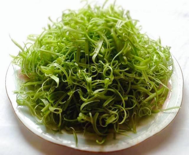 Cần giảm cân bữa tối hãy ăn rau muống trộn dầu giấm cực ngon bạn nhé! - Ảnh 1.