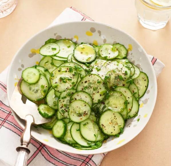 Salad ăn kiêng: có 2 món salad ăn kiêng từ dưa leo bạn cần học ngay  - Ảnh 1.