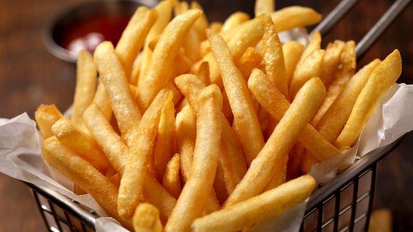 6 loại thực phẩm nên cắt bỏ khỏi chế độ ăn nếu không muốn gây hại cho sức khỏe  - Ảnh 2.
