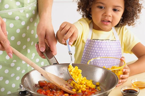 Lời khuyên cực hữu ích cho các mẹ để con luôn ăn uống lành mạnh ngay cả trong dịp Tết ngập ngụa bánh kẹo - Ảnh 3.