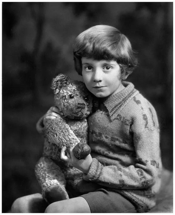 Câu chuyện buồn về nguyên bản đời thực của Winnie The Pooh: Cậu bé Christopher bị bố lợi dụng, mẹ từ mặt - Ảnh 5.
