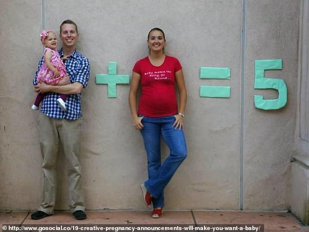 Cười vỡ bụng với những bức ảnh thông báo tin vui siêu lầy lội không đỡ được của các cặp đôi trên thế giới - Ảnh 11.