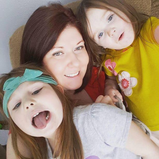 Lại thêm một bé gái 5 tuổi bị nhân vật Momo ra lệnh phải tự tử và giết người bằng dao khiến người mẹ kinh hoàng tột độ - Ảnh 2.