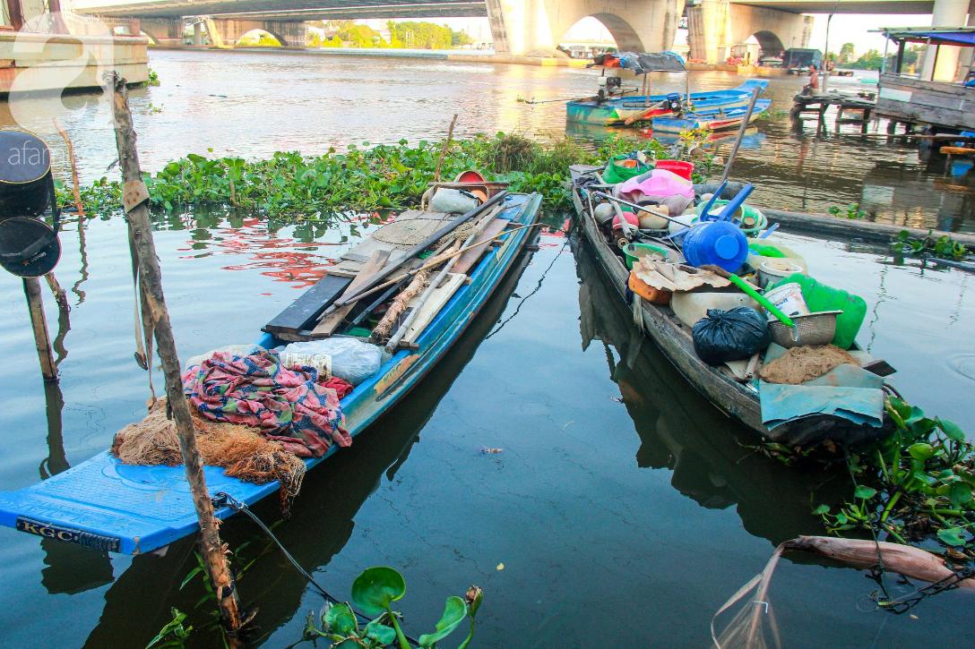 Giấc mơ gần nửa thế kỉ của xóm chài nghèo giữa Sài Gòn: Muốn lên bờ sống nốt những ngày tháng cuối đời - Ảnh 10.