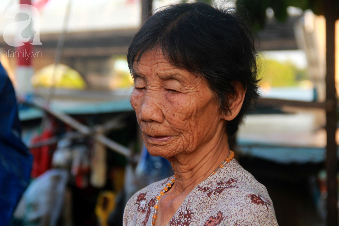 Giấc mơ gần nửa thế kỉ của xóm chài nghèo giữa Sài Gòn: Muốn lên bờ sống nốt những ngày tháng cuối đời - Ảnh 7.