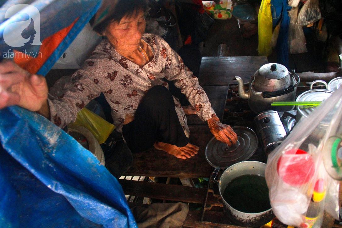 Giấc mơ gần nửa thế kỉ của xóm chài nghèo giữa Sài Gòn: Muốn lên bờ sống nốt những ngày tháng cuối đời - Ảnh 8.