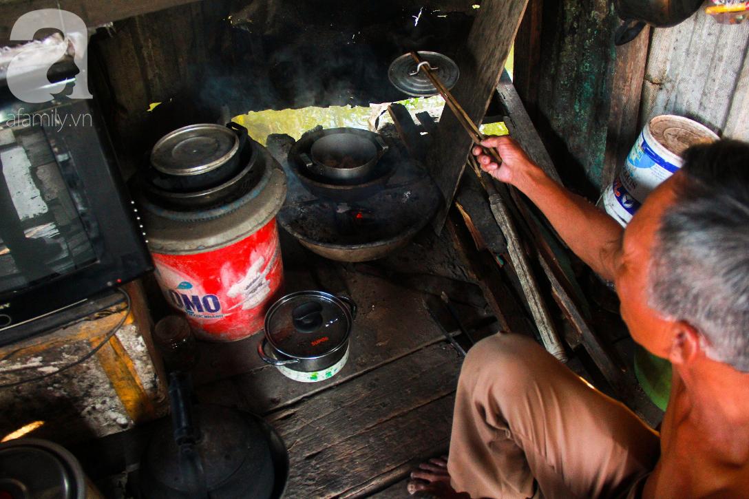 Giấc mơ gần nửa thế kỉ của xóm chài nghèo giữa Sài Gòn: Muốn lên bờ sống nốt những ngày tháng cuối đời - Ảnh 13.