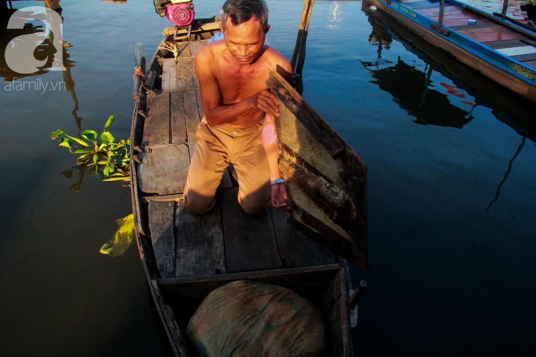 Giấc mơ gần nửa thế kỉ của xóm chài nghèo giữa Sài Gòn: Muốn lên bờ sống nốt những ngày tháng cuối đời - Ảnh 16.