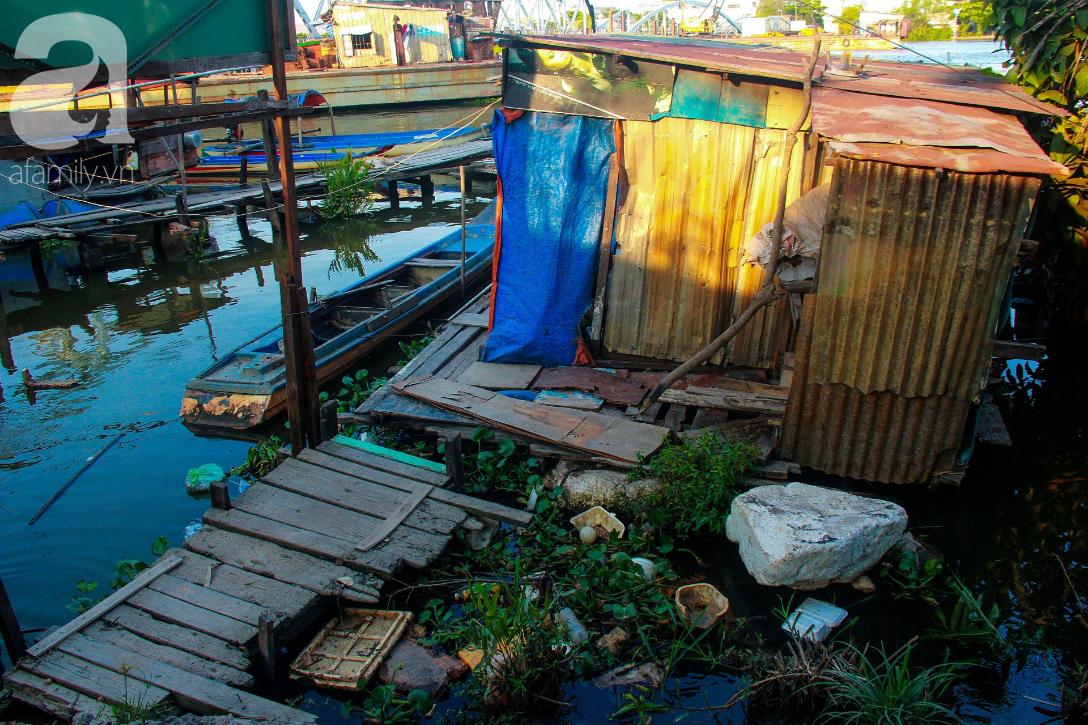 Giấc mơ gần nửa thế kỉ của xóm chài nghèo giữa Sài Gòn: Muốn lên bờ sống nốt những ngày tháng cuối đời - Ảnh 3.