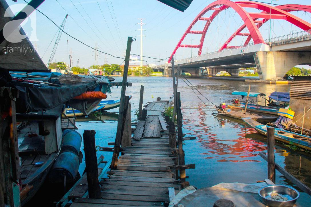 Giấc mơ gần nửa thế kỉ của xóm chài nghèo giữa Sài Gòn: Muốn lên bờ sống nốt những ngày tháng cuối đời - Ảnh 5.