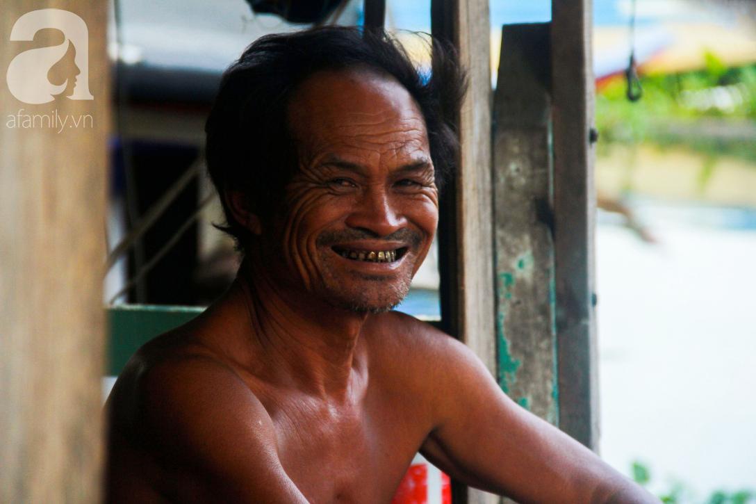 Giấc mơ gần nửa thế kỉ của xóm chài nghèo giữa Sài Gòn: Muốn lên bờ sống nốt những ngày tháng cuối đời - Ảnh 6.