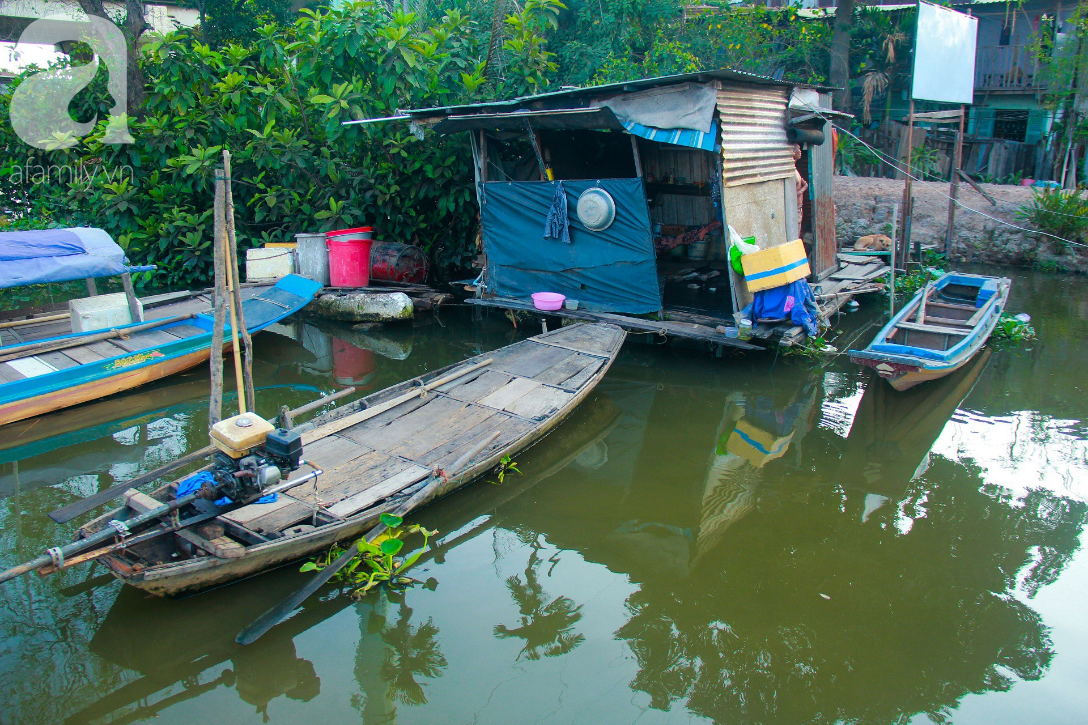 Giấc mơ gần nửa thế kỉ của xóm chài nghèo giữa Sài Gòn: Muốn lên bờ sống nốt những ngày tháng cuối đời - Ảnh 14.