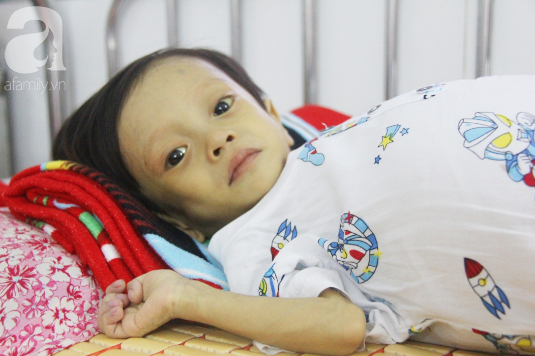 Gần 1,5 tỷ đồng giúp đỡ bé trai 19 tháng bị xơ gan, bụng to như cái trống có cơ hội đi nước ngoài chữa bệnh - Ảnh 5.