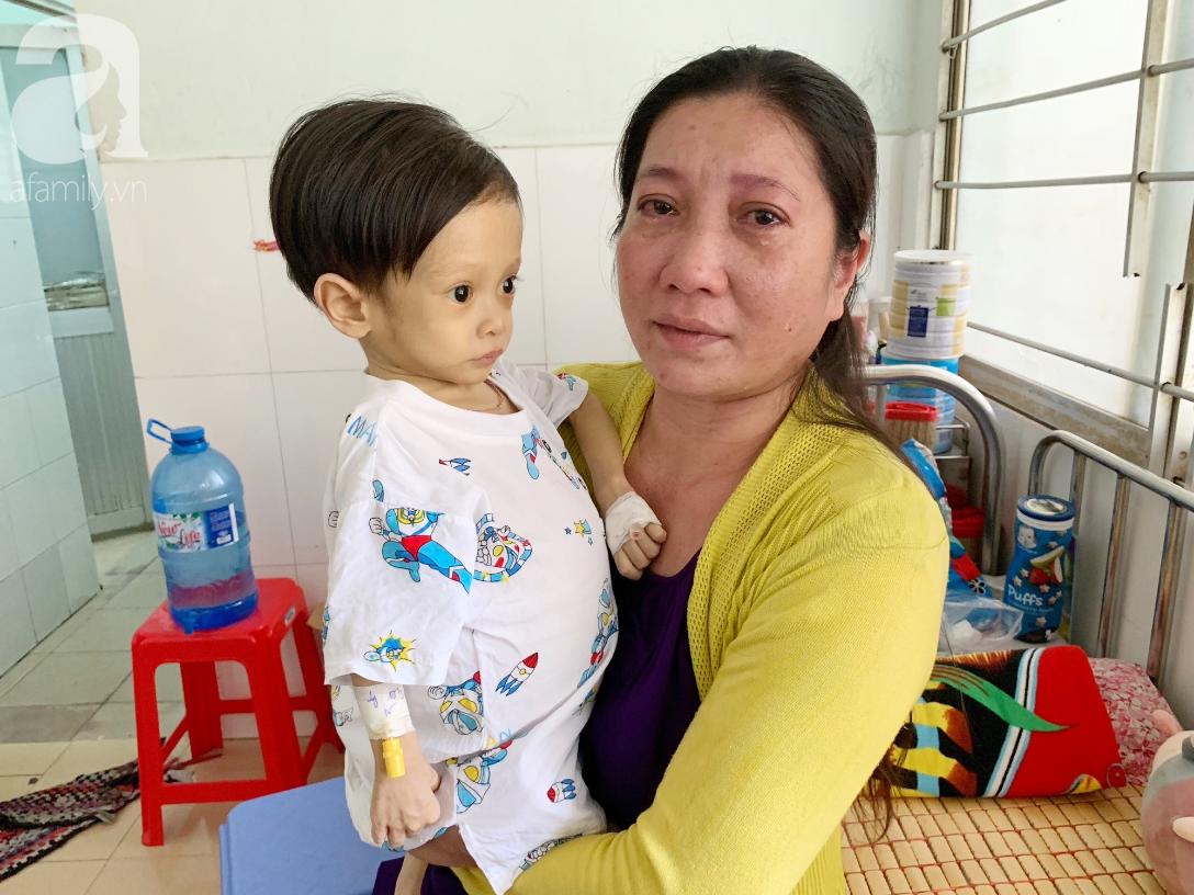 Gần 1,5 tỷ đồng giúp đỡ bé trai 19 tháng bị xơ gan, bụng to như cái trống có cơ hội đi nước ngoài chữa bệnh - Ảnh 6.
