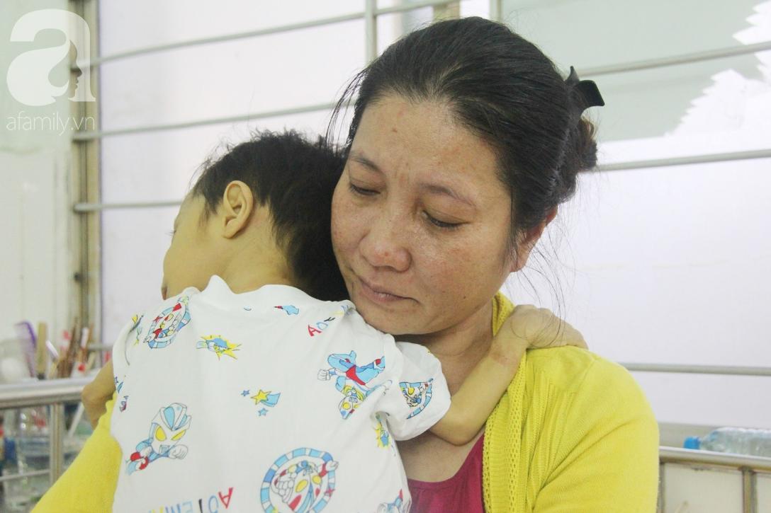 Gần 1,5 tỷ đồng giúp đỡ bé trai 19 tháng bị xơ gan, bụng to như cái trống có cơ hội đi nước ngoài chữa bệnh - Ảnh 10.