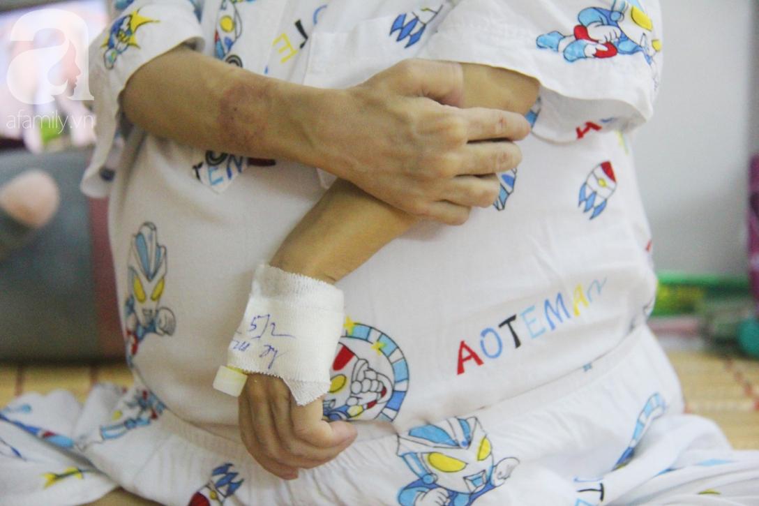 Gần 1,5 tỷ đồng giúp đỡ bé trai 19 tháng bị xơ gan, bụng to như cái trống có cơ hội đi nước ngoài chữa bệnh - Ảnh 8.