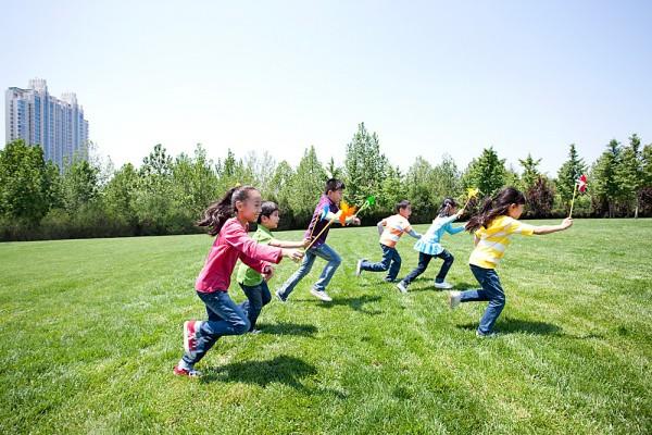 Thêm một nghiên cứu phát hiện tác hại của việc nhìn màn hình điện tử quá nhiều có thể khiến trẻ chậm phát triển - Ảnh 4.