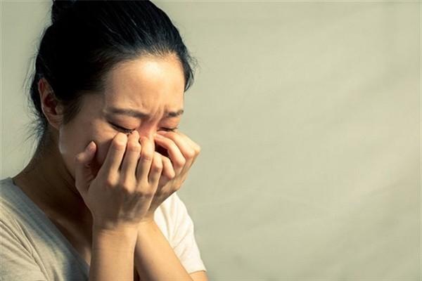 Trong một đêm mưa gió, vợ mới của chồng cũ gõ cửa xin được trả chồng lại cho tôi, lý do phía sau vừa nực cười vừa đáng thương - Ảnh 2.