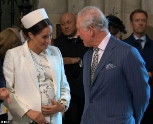 Hết thời liếc mắt nhìn mẹ chồng, Công nương Kate gây bất ngờ khi có khoảnh khắc chưa từng có với bà Camilla - Ảnh 1.