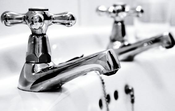 7 cách rửa mặt sai gây hại da - Ảnh 3.