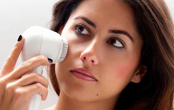 7 cách rửa mặt sai gây hại da - Ảnh 5.