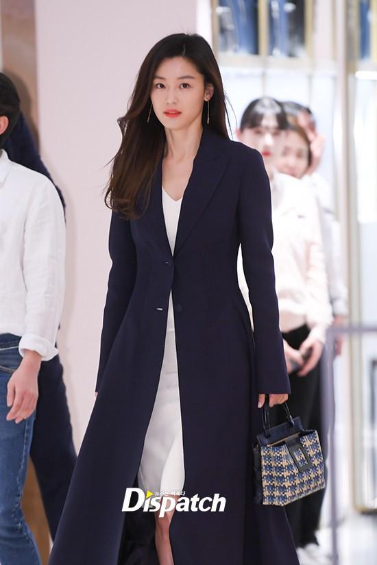 Đẹp không góc chết thế này, bảo sao Jeon Ji Hyun chỉ makeup sương sương, ăn vận đơn giản mà vẫn khiến dân tình ngẩn ngơ - Ảnh 5.