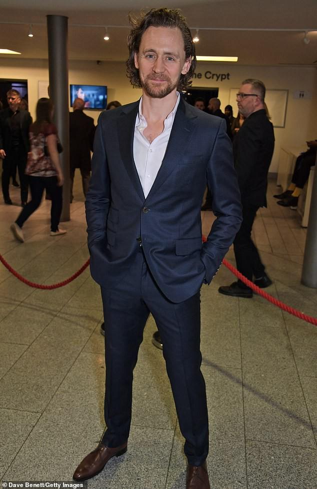 """Sốc với hình ảnh tàn tạ, già nua không thể ngờ của """"Loki"""" Tom Hiddleston trong sự kiện - Ảnh 1."""