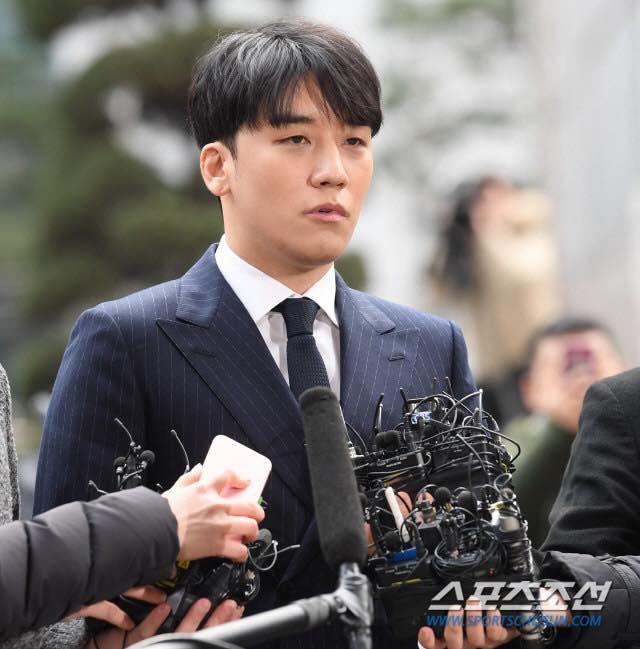 Seungri trình diện tại sở cảnh sát, dư luận mỉa mai: Sao trông vẫn béo tốt thế nhỉ? - Ảnh 3.