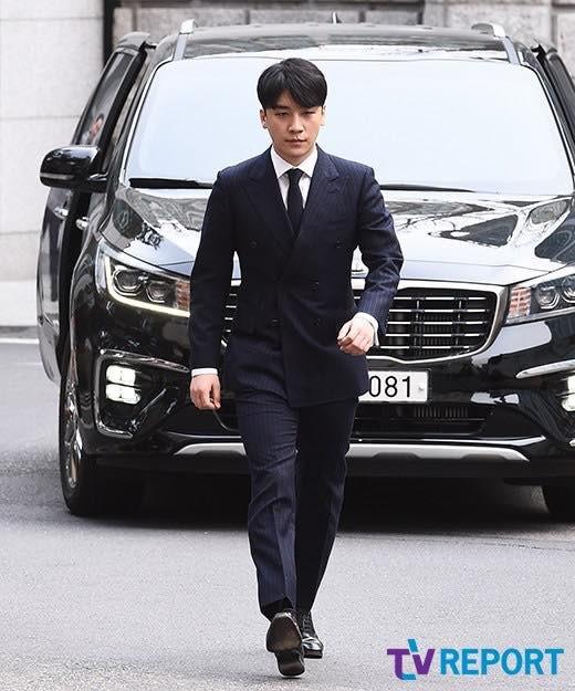 Seungri trình diện tại sở cảnh sát, dư luận mỉa mai: Sao trông vẫn béo tốt thế nhỉ? - Ảnh 4.