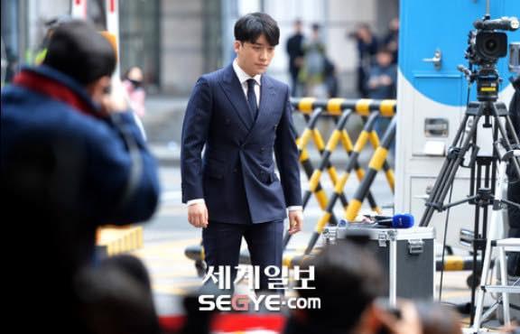 Seungri trình diện tại sở cảnh sát, dư luận mỉa mai: Sao trông vẫn béo tốt thế nhỉ? - Ảnh 5.