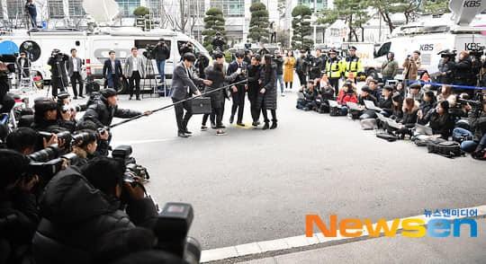 Seungri trình diện tại sở cảnh sát, dư luận mỉa mai: Sao trông vẫn béo tốt thế nhỉ? - Ảnh 12.