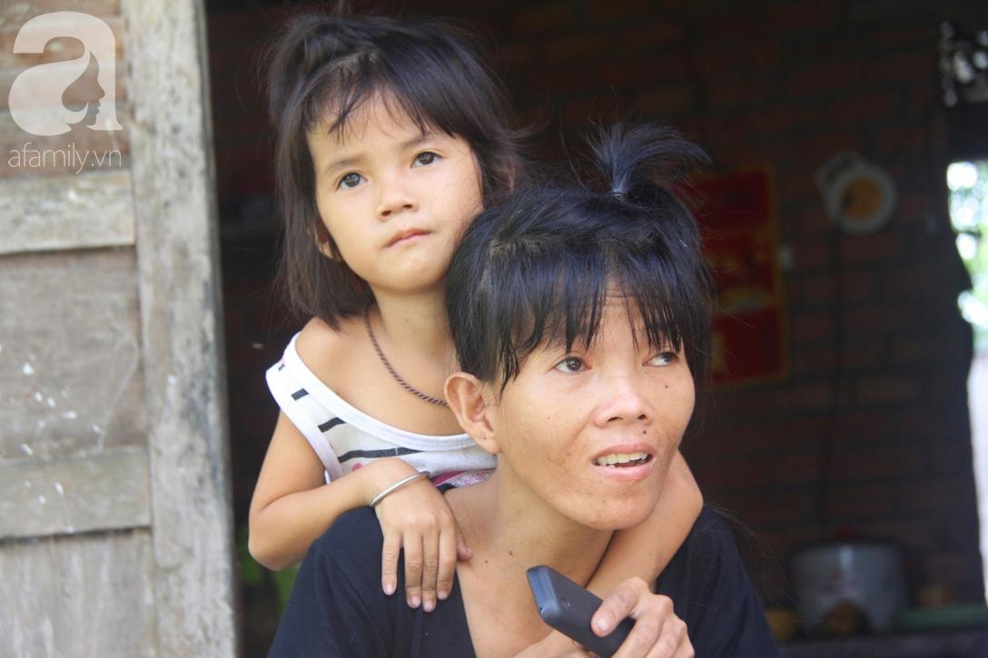Xót cảnh người mẹ khờ sống giữ đồng, nuôi 2 con nhỏ không biết mặt bố là ai vì bị xâm hại tình dục - Ảnh 3.