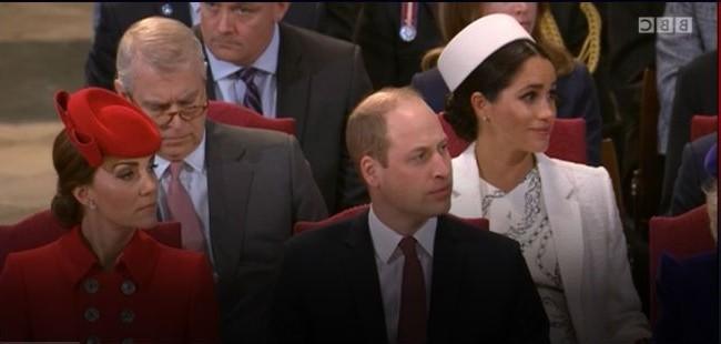Khoảnh khắc Meghan rơi nước mắt khi ngồi cạnh chồng gây chú ý, Hoàng tử Harry được cho là cảm thấy khốn khổ với người vợ thích sự nổi tiếng của mình - Ảnh 1.